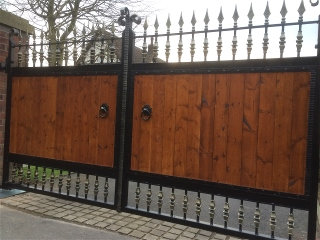 metal and wood gate